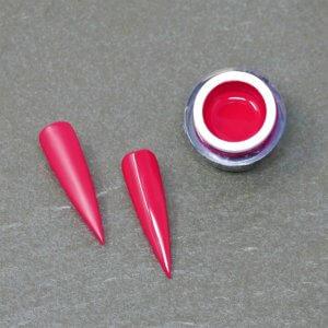 Das Farbgel Just Cherry im Tiegel und nebenliegend zwei Tips in der Farbe.
