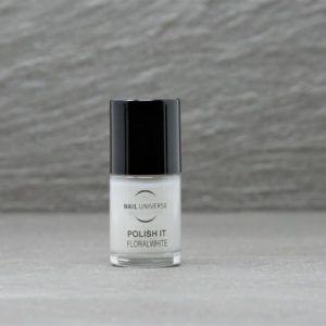 Nagellackflasche mit Nagellackfüllung in einem sanften weiß, floralwhite