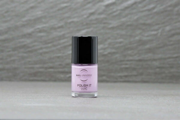 Nagellackflasche mit Nagellackfüllung in Lilac Flieder