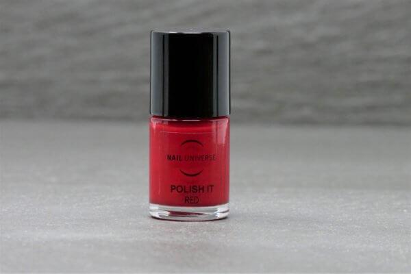 Nagellackflasche mit Nagellackfüllung in Red rot